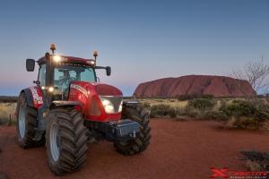 Panorama naturale con trattore