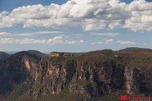 Paesaggio roccioso con nuvole